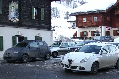 Asztalos Attila síelés közben vette észre az álcázott Lancia ypsilont Olaszországban