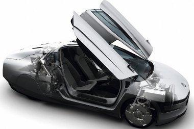 795 kg a tömeg, ebből 169 kg karbon, 179 kg könnyűfém, 184 kg acél, a többi üveg és hagyományos műanyag. Másként nézve 227 kg a motor és erőátvitel, 153 kg a futómű, 80 kg a felszerelés (ülésekkel együtt), 105 kg elektromos rendszer, 230 kg a karosszéria