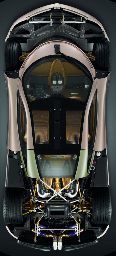 Mercedes fejlesztés a biturbó V12-es, a dupla kuplungos váltó saját