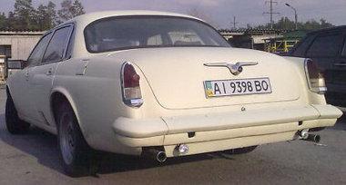 Egész jól illeszkedik a Volga szélvédő a Jaguar tetejéhez