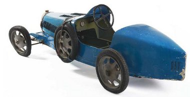 Valódi Bugatti eredeti, de leharcolt állapotban. Igaz, nem teljes életnagyságban