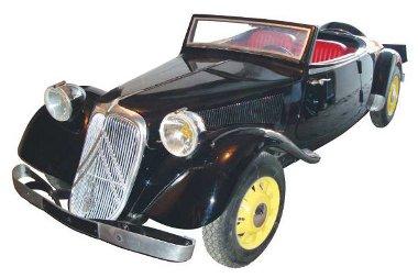 1989-ben készült ez a kicsinyített Citroen, négyfokozatú váltója van