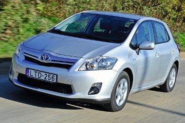 A Priusnál több mint egymillió forinttal jutányosabb az Auris HSD ára, így a ma kapható legolcsóbb full hibrid