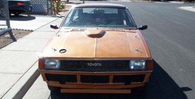 Sivatagi autó - a lökhárítókon kívül lespórolták az ablaktörlőket is