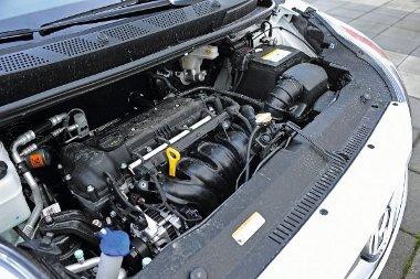 A rövid áttételezés ellenére sem túl élénk az 1,4-es benzines, autópályán pedig már hangos