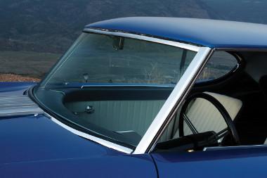 Egy 1952-es Cadillac adta a szélvédőt, a hátsó egy Chevrolet Fleetline-é, az oldalablakok különféle kabriókról származnak