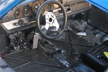 Bitumenlapokkal burkolták a padlót
