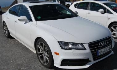 408-518 lóerő közötti teljesítménnyel jön az A7-S8 modellekben az új, turbófeltöltéses V8-as Audi motor
