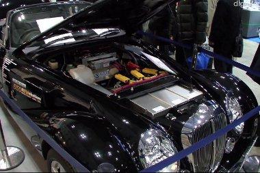 A hosszú motortérben rengeteg akkumulátort tudtak elhelyezni