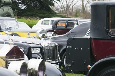 Száz Rolls-Royce-ból álló konvojjal ünnepelték a száz éves márkajelzést Londonban