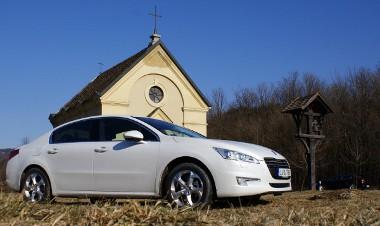 Német üzleti autókat szeretne kiváltani a céges flottákból a Peugeot az új csúcsmodelljével. Sikerülhet a dolog