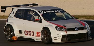 Lángoló kipufogóval készül a Nürburgringi 24 órás versenyre a Golf24