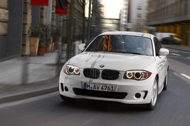 Púp a motorháztetőn, és néhány matrica - ez jelzi az első elektromos BMW-t