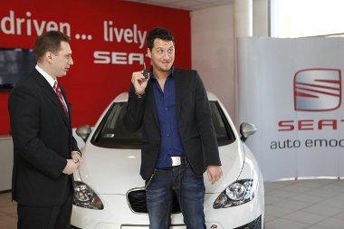 Vastag Csaba fehér Seat León használ