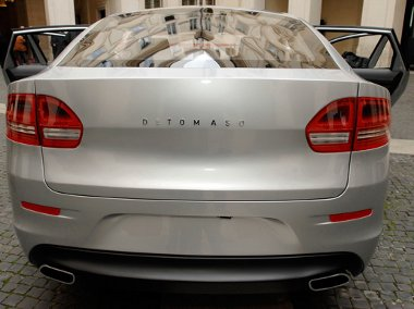 Kicsit amerikaias a hátsó rész megjelenése - a Fiat-Chrysler házasság miatt arrafelé ez most menő