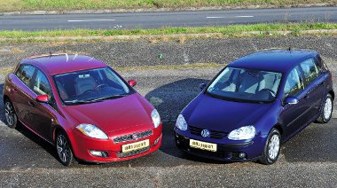 A Fiat testesebb, hosszabb (+130 mm), szélesebb (+30 mm) és magasabb (5 mm) is az V-ös Golfnál