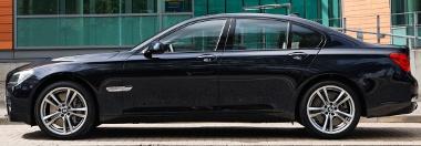 A sofőrtől tudta meg a miniszterelnök, hogy 34 új BMW 7-est vett az országa