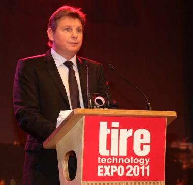 Stefan Fischer, az Európai Technikai Központ vezetője köszönetet mond a zsűrinek a díjért