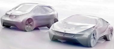 i3 lesz a városi autó (balra), i8 a szuperautó neve (jobbra)