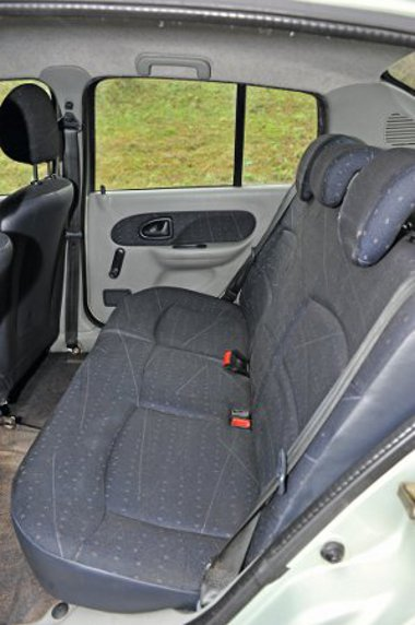 Kisautós méretű a Renault hátsója, a tengelytávolság 2472 mm