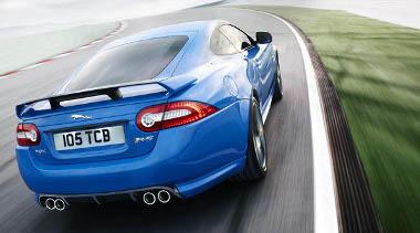 Nagyon hasít az 550 lóerős Jaguar kupé