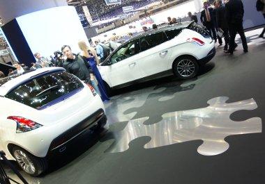 Kirakós a Lancia standon, a szü szoros és átvitt értelmében