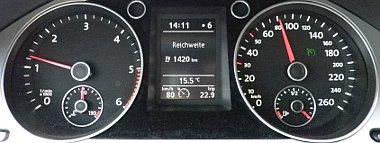 Vicces dolog ilyesmit látni egy teljesen hétköznapi autó műszerfalán - tankolás után azt írta, a megtehető távolság 1420 km (!)