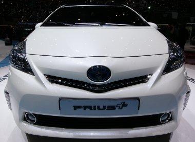 Mitől más a Prius+, mint a Prius V? Csak hétszemélyesként létezik, és lítium-ion akkumulátora lesz