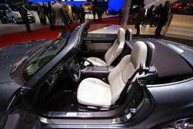 Idén fehér bőrülésekre számíthatnak a Mazda MX-5 tulajdonosok