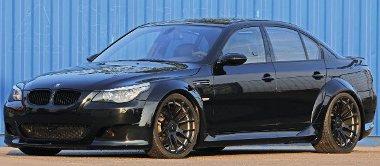 Csúcsmodell a hozzá illő tuninggal. A BMW M5-ösre a legdurvább szélesítő készletet kozmetikázták