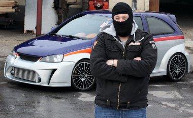 Ha a kocsi illegális, akkor a tulaj sem fedheti fel kilétét!