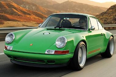 Modern technikával építik újjá a 911-est. A cserélhető karosszériaelemek túlnyomó többsége karbonból készül