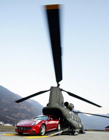 Az olasz légierő rövid légi szállítást követően hidegen hagyta a Ferrari FF-eket. Később visszamennek értük