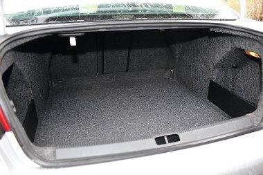565 literes a VW raktere