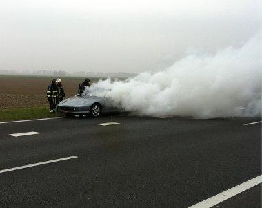 az egész autópályát beborította a Ferrari 456-os füstje
