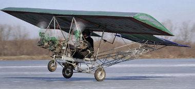 Február 25-én emelkedett először a levegőbe a házilag, 77 000 forintból gyártott repülőgép