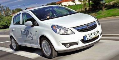 Az autó oldalán lévő 98 g/km-es CO2-kibocsátási érték esetünkben nem stimmel, ugyanis az ötajtós EcoFlex Corsáé 99 g/km