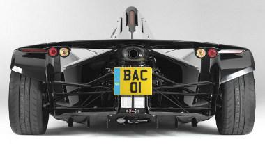 520 lóerő/tonna a teljesítmény/tömeg aránya. Ez jobb a Bugatti Veyronnál is