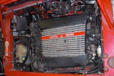 Mintha ide teremtették volna: háromliteres Lancia-Ferrari V8-as a Stratos utánzat hátuljában