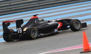 Egyforma autókkal versenyeznek a fiatal pilóták a Formula-1 európai betétfutamain