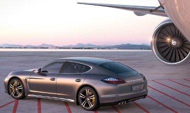 New Yorkban mutatja be csúcsmodelljét a Porsche, a Panamera Turbo S 550 lóerős