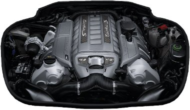 Új turbóknak és vezérlősoftvernek köszönheti a teljesítmény-növekedést a 4,8 literes V8-as