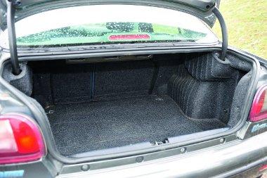 A Fiat fara 430 literes, a támlák osztva dönthetők
