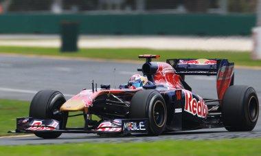 Buemi szerint a Toro Rosso versenyképesebb, mint tavaly. A svájci pilóta éppen csapattársával koccant az első kanyarban