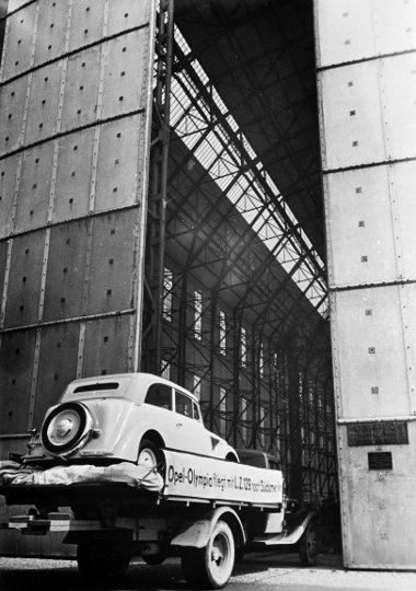 Hatalmas sajtóérdeklődés övezte az Olympia útját Németországban is - korábban senki nem hazsnálta teherszállításra a léghajót
