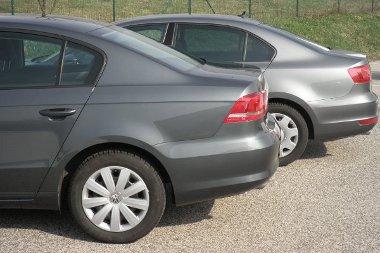 Legkönnyebben a C oszlop formájából lehet megmondani, melyik lépcsős hátú Volkswagent látjuk