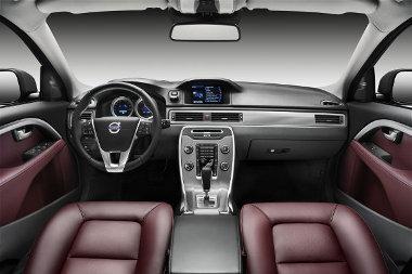 Új műszerfalat és aktív biztonsági rendszereket kaptak a nagy Volvo személyautók