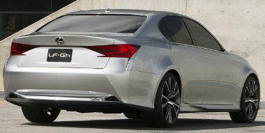 Tágasabb utasteret ígérnek változatlan tengelytávolság mellett - varázslatot hajtanak végre a Lexus GS esetén
