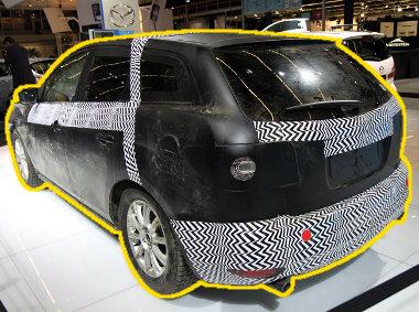 CX-7 karosszériaelemekkel álcázzák az új kompakt SUV-t; mindezt Skyactiv technológia bemutatóként aposztrofálták az AutoRAI kiállításon