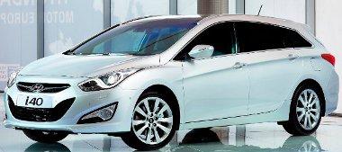 A középkategóriában babérokra törő i40-es a Hyundai aktuális üdvöskéje. Érkezésének csak a riválisok nem örülnek...
